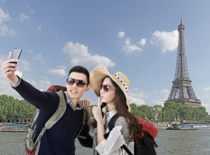 chinese-traveling-to-paris