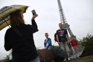 u-s-millennials-traveling-in-paris